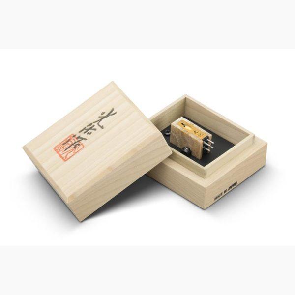 Koetsu_Coralstone_Platinum_Box
